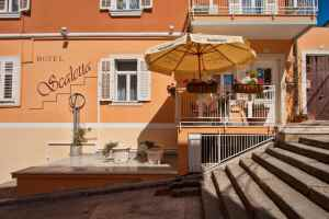 Hotel Scaletta is located in Pula, 300 m from Pula Arena and 501 m from Istrian Museum of Contemporary Art.