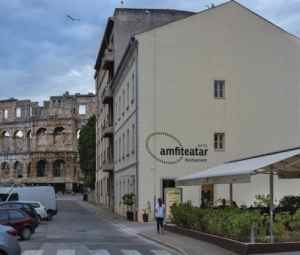 The Amfiteatar Hotel stands on the edge of Pula's historic centre, a 5-minute walk from Pula Cathedral and a 10-minute walk from Pula Ferry Port