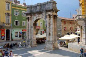 Sergius Arch (also known as Zlatna Vrata – Golden Gate), which was erected in 27 BC