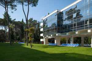 Hotel Eden enjoys a peaceful location on the edge of the 100-year-old Zlatni Rt park forest in Rovinj